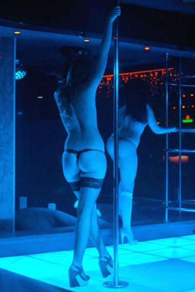 Голые путаны на фото  обнаженные проститутки и шлюхи