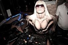 Topless DJ Aurika